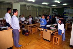 林研グループ員による小学校での森林教育(埼玉)