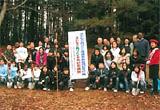 緑の大使やPTA、 アメリカ人講師なども植樹祭に参加