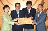コカ・コーラウエスト株式会社 知事立会のもとの琵琶湖森林づくり パートナー協定調印式